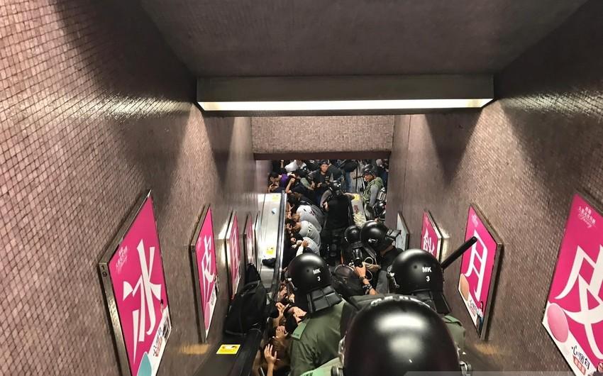 Honkonq metrosunda iğtişaşlara görə 40 nəfər saxlanılıb