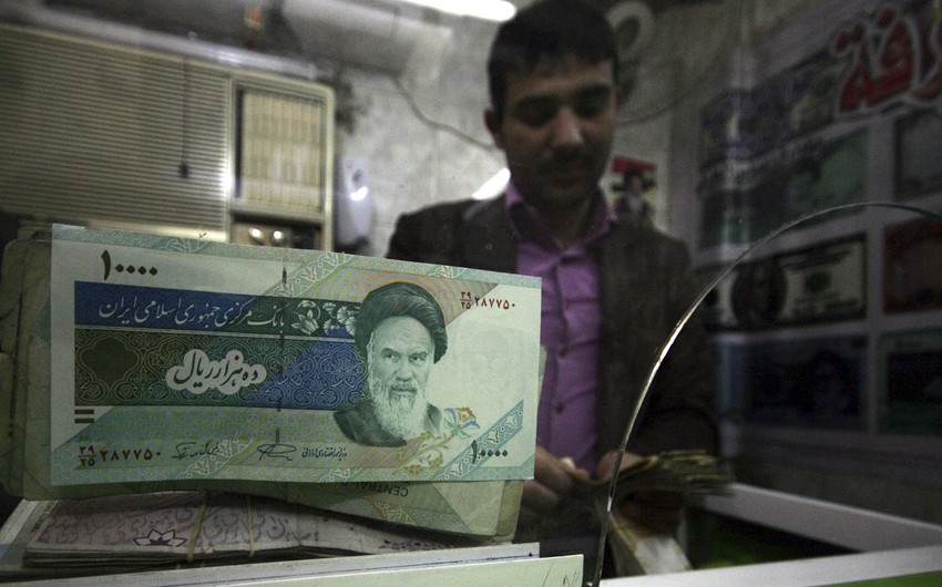 Iranian rial loses more value against US dollar
