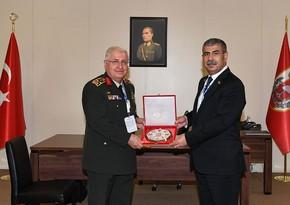 Глава Минобороны Азербайджана провел встречу с начальником Генштаба ВС Турции