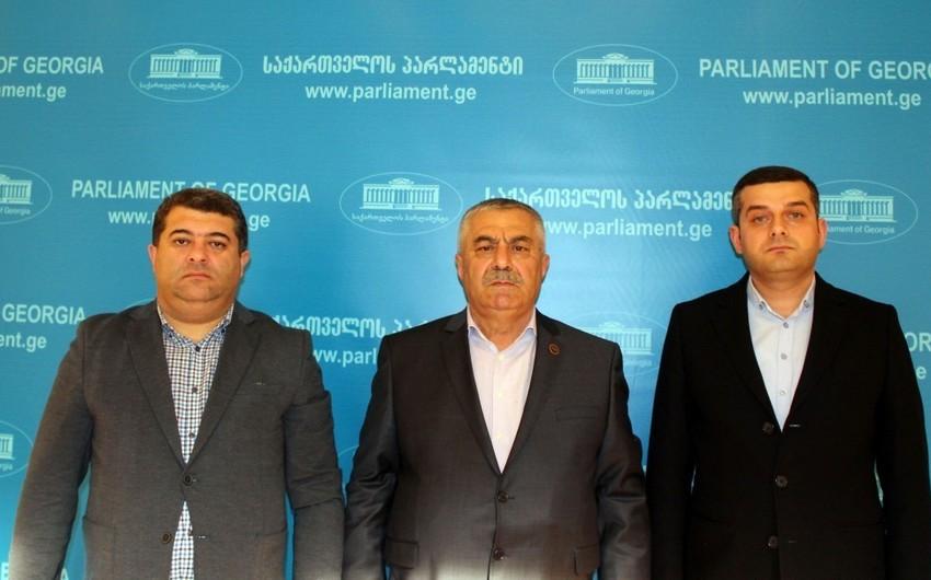Gürcüstanın hakim partiyasının deputatları Qarabağ separatçısına büstün qoyulmasını qınayıblar