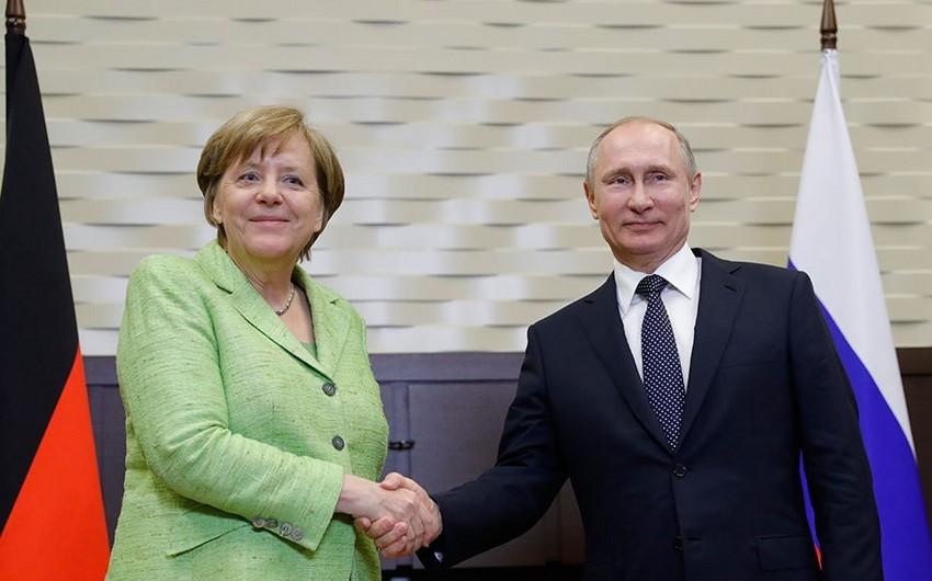 Putin və Merkel Suriyanı müzakirə ediblər