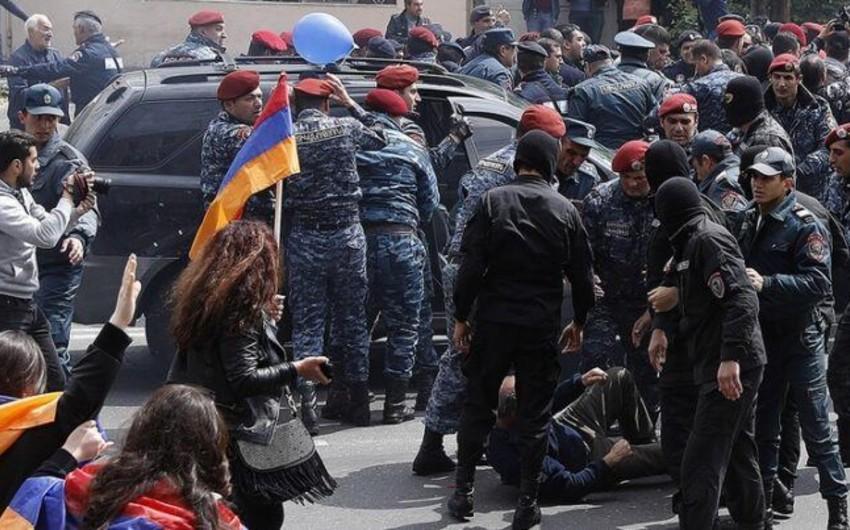 Ermənistanda onlarla etirazçı saxlanılıb