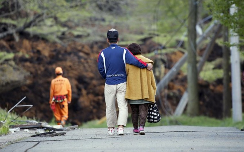 Thousands of Japanese told to leave amid fear of tremors