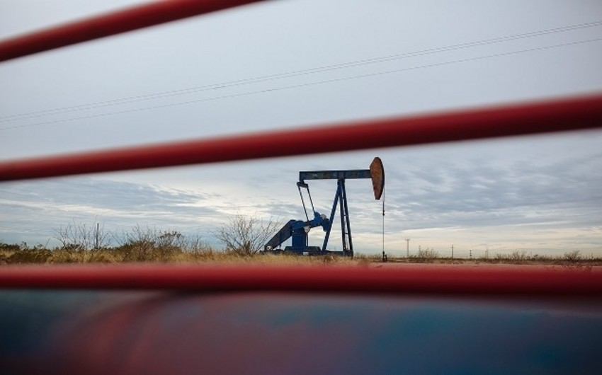 Азербайджанская нефть подешевела примерно на 3 процента