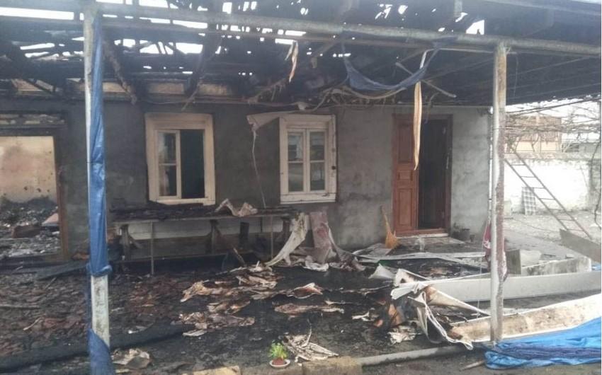 Qaxda fərdi yaşayış evi yandı - VİDEO - YENİLƏNİB