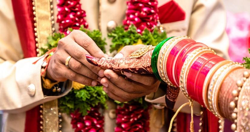 Bride dies in India during wedding, groom marries her sister