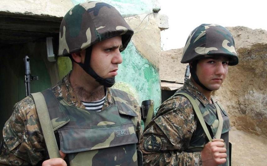 KİV: Korrupsiya, çirkli pulların yuyulması, dərəbəylik və zorakılıq - bütün bunlar Ermənistan ordusunun hazırkı vəziyyətidir