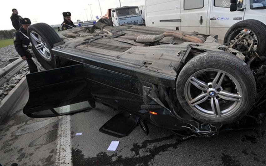 Hacıqabulda avtomobil aşıb, 4 nəfər yaralanıb