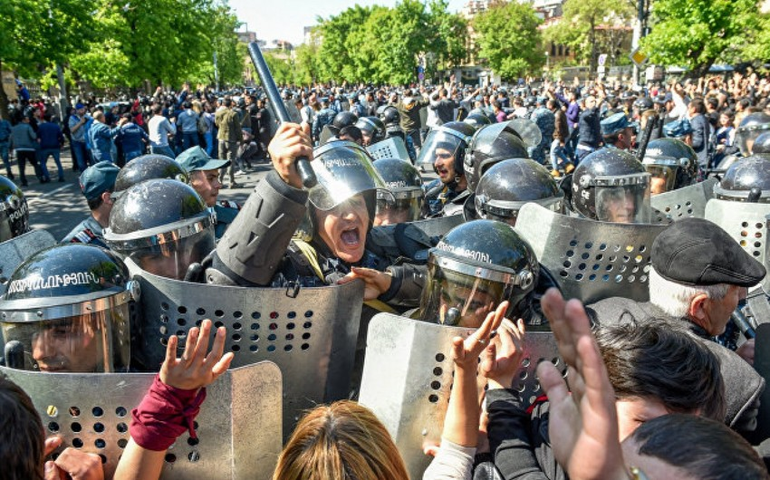 Ermənistan müxalifəti yenidən kütləvi şəkildə Yerevanın küçələrini, metrostansiyaların girişini bağlayacaq