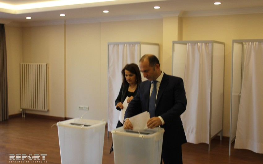 Azerbaijanis living in Istanbul demonstrate activity in voting