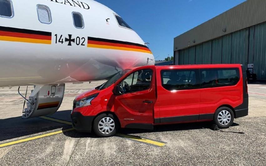 Dortmundda avtomobil Merkelin təyyarəsi ilə toqquşub - FOTO