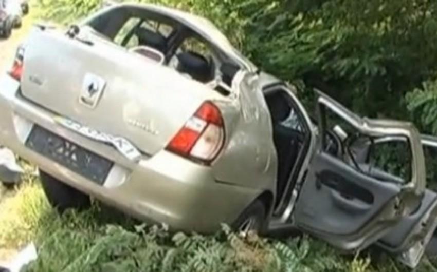 Sumqayıtda maşın ağaca çırpılıb, sürücü ölüb