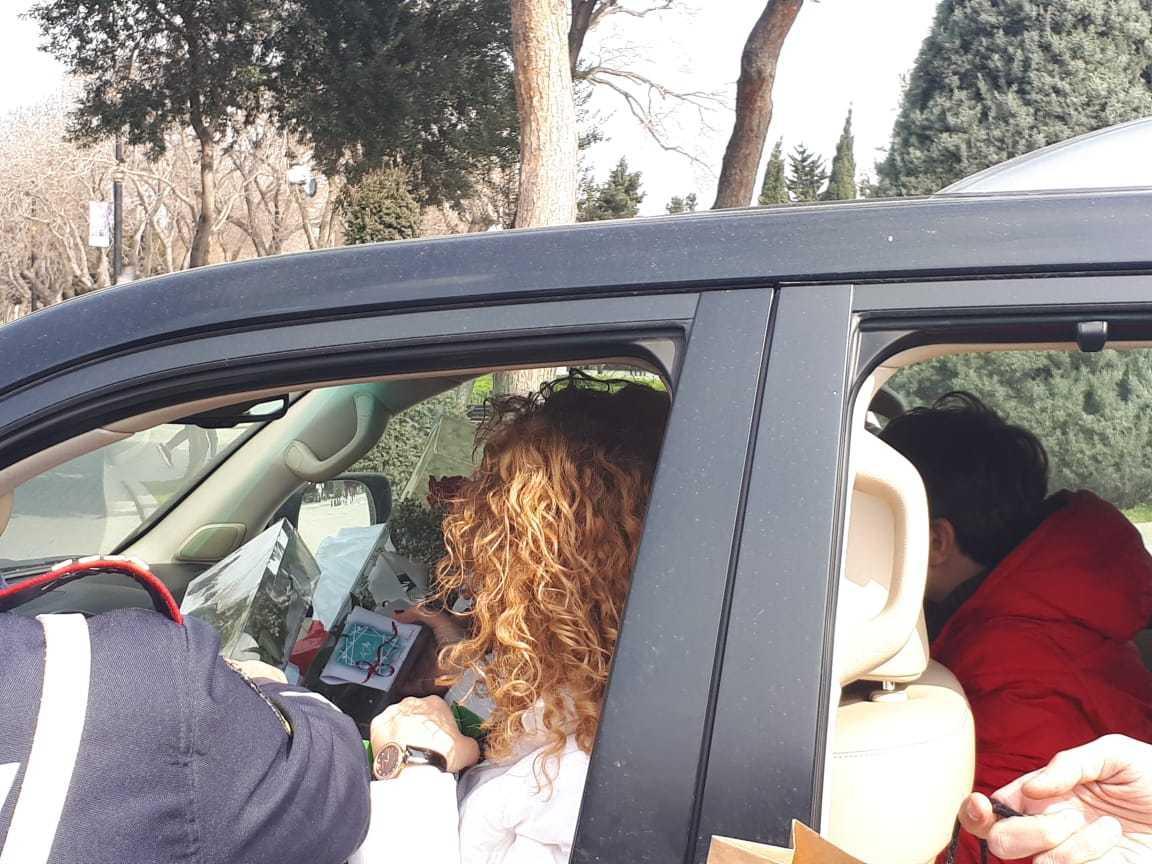 В Баку награждают женщин-водителей