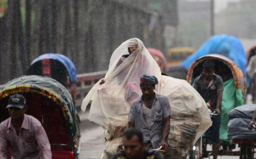 Banqladeşdə azı 61 nəfər təbii fəlakətin qurbanı olub