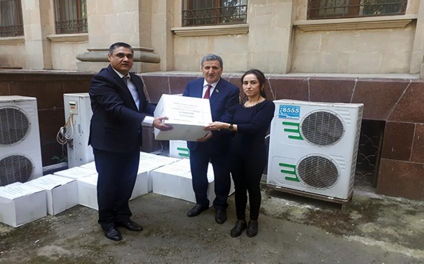 AMEA-nın bəzi işçilərinə ərzaq yardımı paylanıldı
