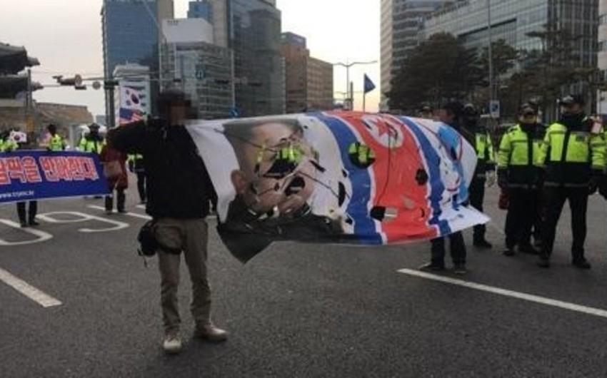 Seulda KXDR atletlərinin Qış Olimpiadasında iştirakına qarşı etiraz aksiyası keçirilib