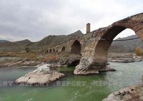 Azerbaijani journalists visit Khudaferin bridge