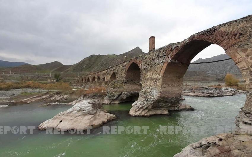 Азербайджанские журналисты побывали на мосту Худаферин
