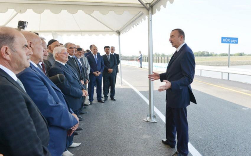 Prezident İlham Əliyev Kür çayı üzərində inşa olunmuş avtomobil körpüsünün açılışında iştirak edib