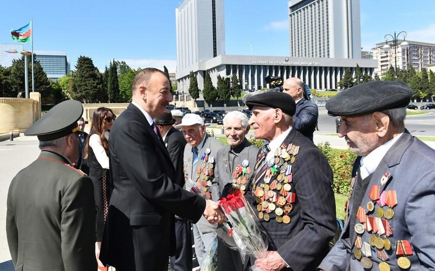 Президент Ильхам Алиев принял участие в церемонии по случаю 9 Мая - Дня Победы
