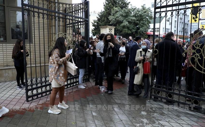 Rektor: Universitetin qarşısındakı izdihamı tələbələrin yaxınları yaradıb