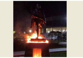 Месть по-армянски – зачем в Ереване подожгли памятник Махатме Ганди?