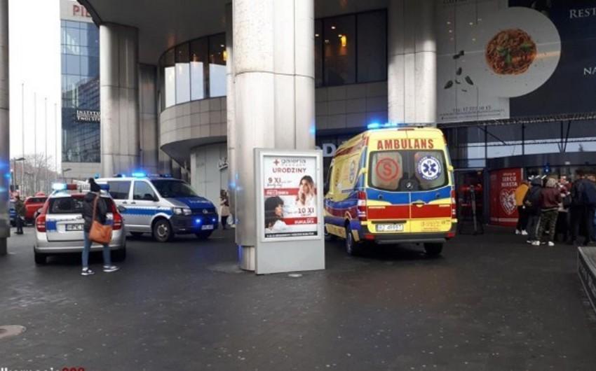 Polşada ticarət mərkəzinin tavanı uçub - VİDEO