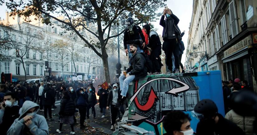 Fransada etiraz aksiyalarında 62 polis xəsarət alıb