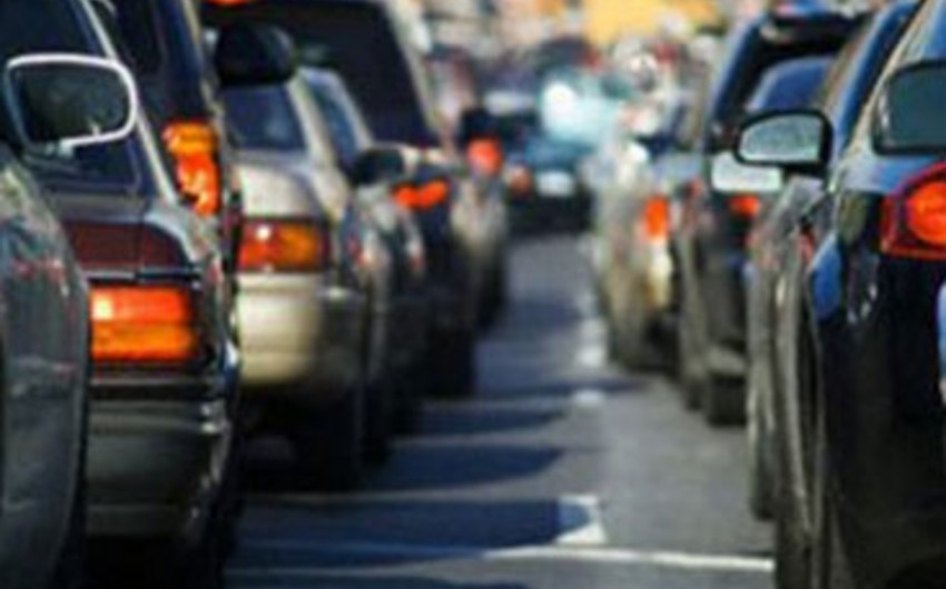 Traffic density occurrs on most avenues of Baku