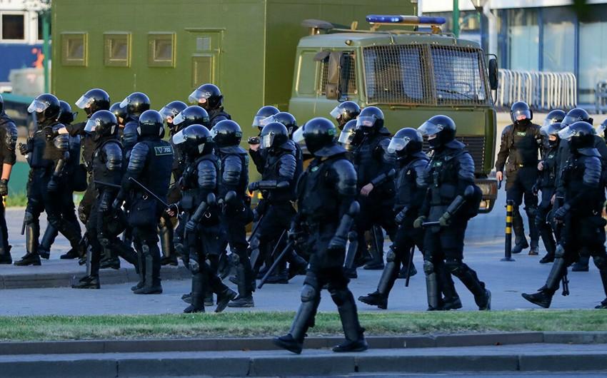 Belarusda aksiyalarda yaralanan asayiş keşikçilərinin sayı açıqlandı