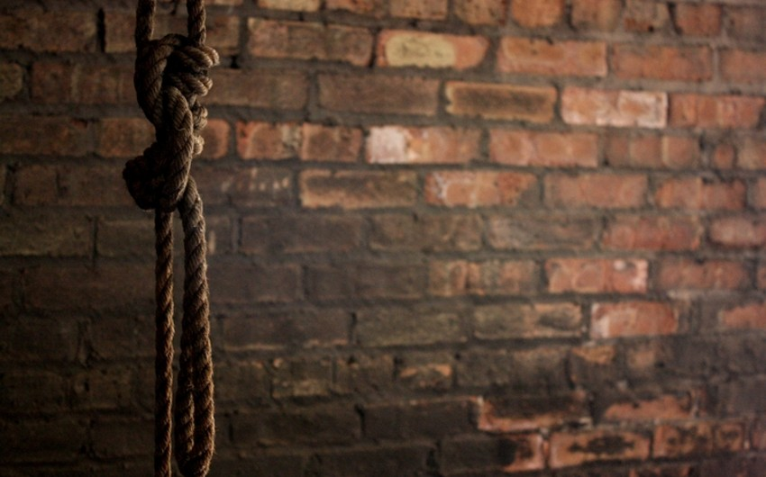 Şabranda 27 yaşlı oğlan intihar edib
