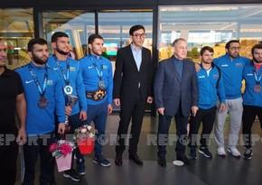 Dünya çempionu Fərid Qayıbovun idmançıları qarşılamasını örnək addım hesab edib