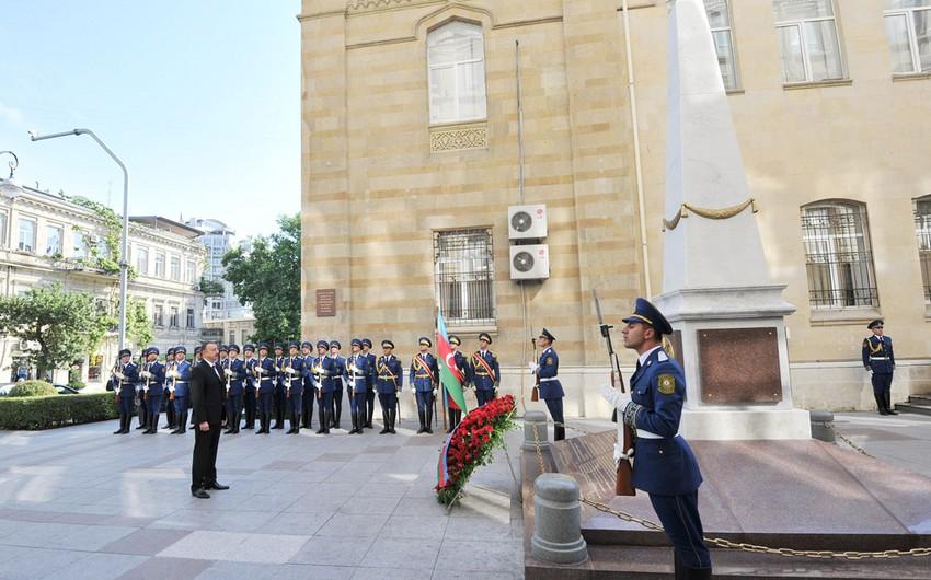 Президент Ильхам Алиев посетил памятник, возведенный в честь Азербайджанской Демократической Республики