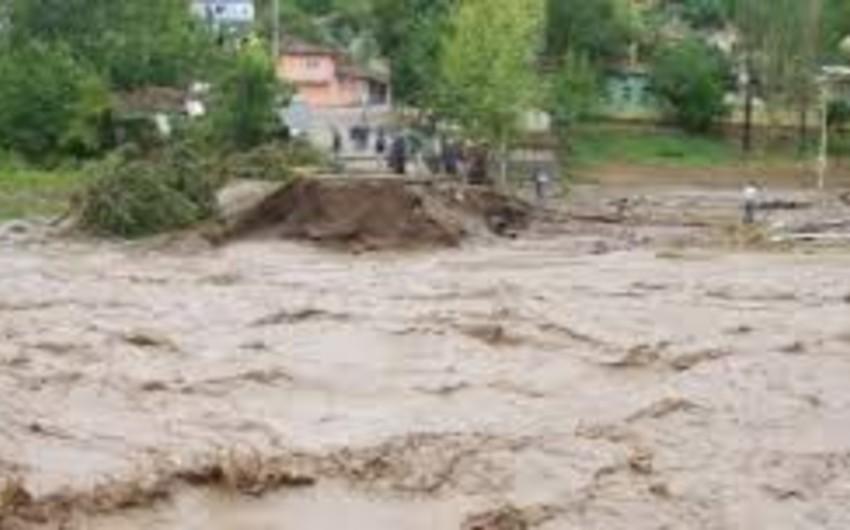 İndoneziyada selə görə 120 min sakin evini tərk edib