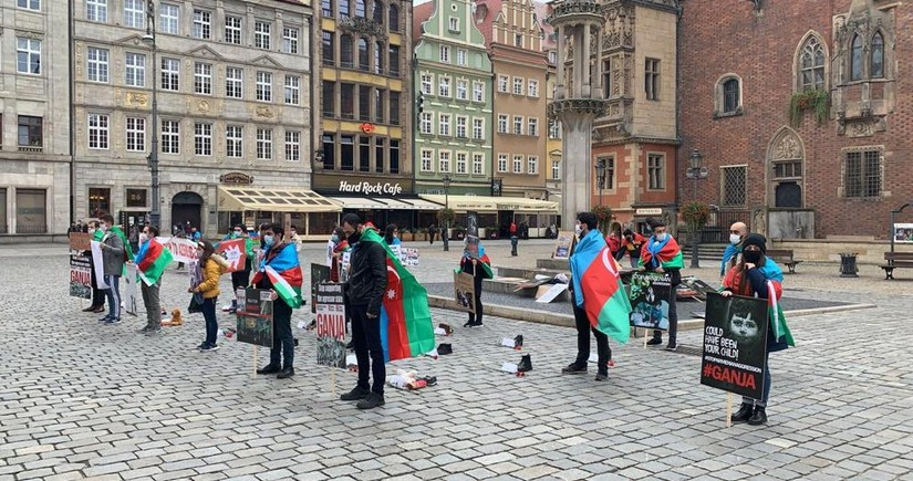Polşa azərbaycanlıları Gəncə terroruna etiraz edir