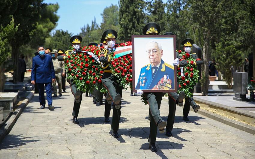 General-polkovnik Tofiq Ağahüseynov II Fəxri xiyabanda dəfn edilib