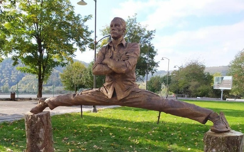 Belgian media about Van Damme's statue in Azerbaijani Vandam