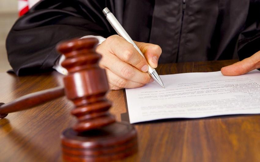 Prokuror Bakıda Almaniya vətəndaşının evindən oğurluq edən gürcüstanlı qadına cəza istəyib