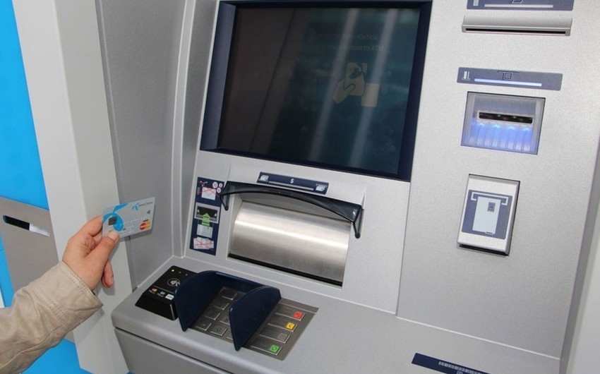 Azərbaycanda bankomatlar azalıb