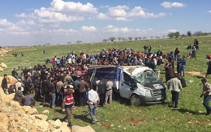 Türkiyədə avtomobil aşıb, 4 nəfər ölüb, 8 nəfər yaralanıb