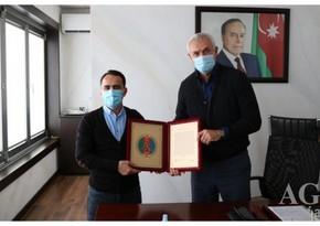 Azərbaycan Güləş Federasiyasından Namiq Abdullayevə təbrik