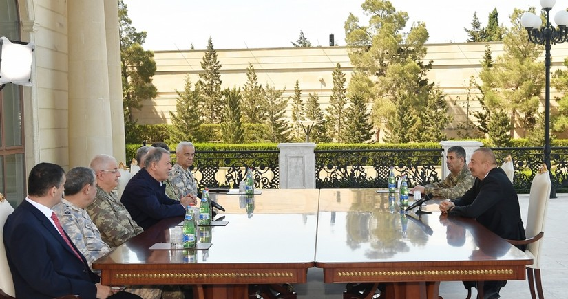 Президент Ильхам Алиев принял министра национальной обороны Турции