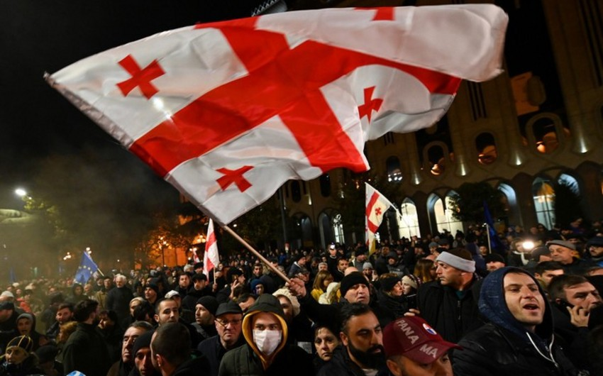 Gürcüstan müxalifəti etirazları dayandırdı