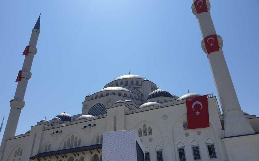 İstanbulda Türkiyənin ən böyük məscidi açılıb
