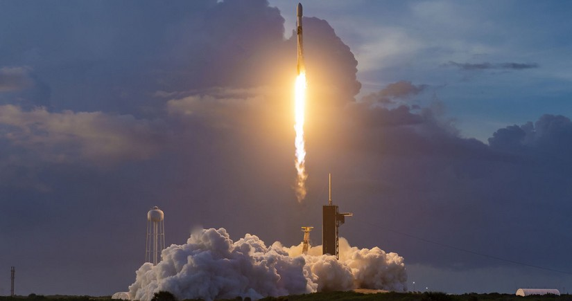 SpaceX to launch third group of Internet satellites in a month