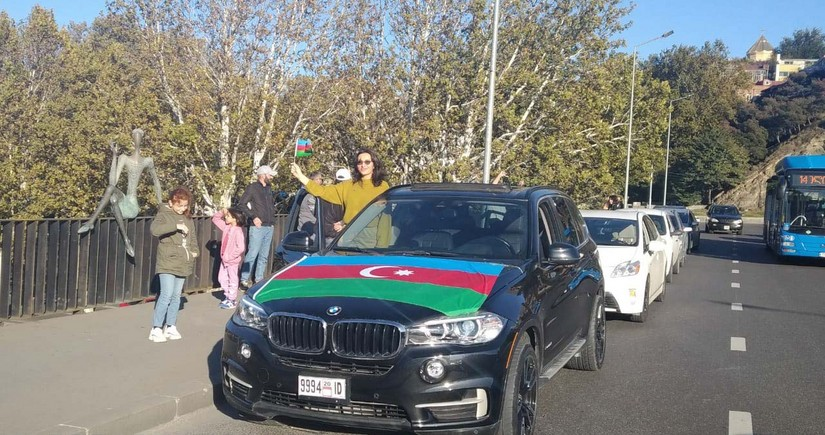 Azərbaycanlılar Tbilisidə qələbə avtoyürüşü keçiriblər