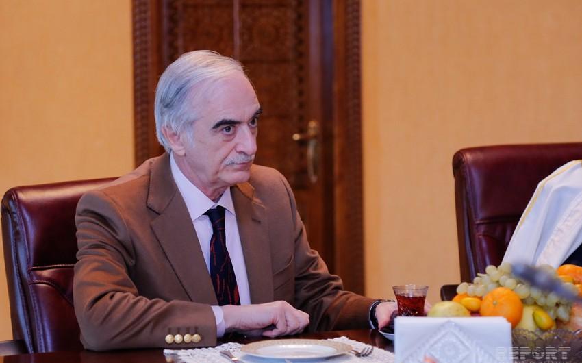 Polad Bülbüloğlu Fransa səfirinə partiyaların Makrona etirazını çatdırıb