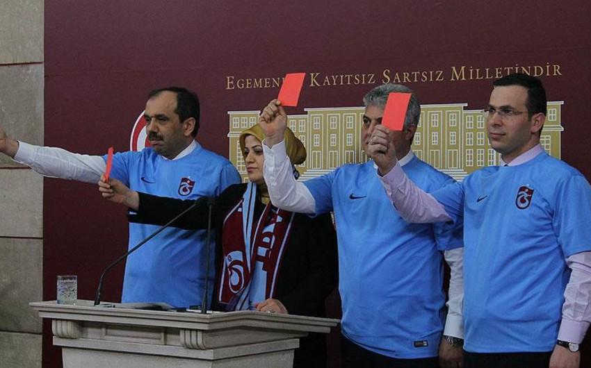 Millət vəkilləri Türkiyə Futbol Federasiyası və Hakimlər Komitəsinə qırmızı vərəqə göstərib