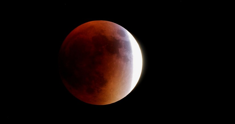 Australian airline offering its passengers to view full lunar eclipse