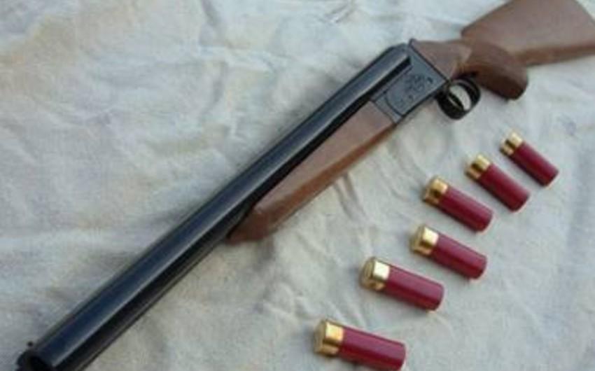 Göyçay sakininin qanunsuz saxladığı silah-sursat götürülüb